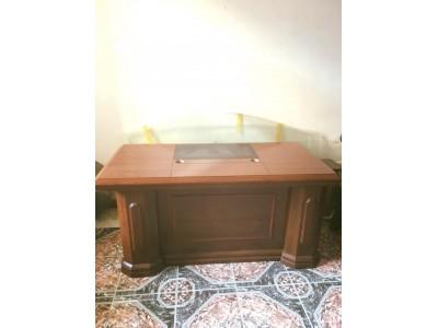 Lựa chọn mua bàn giám đốc cũ giá rẻ tại thành phố Hồ Chí Minh