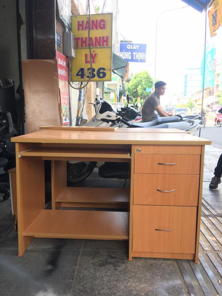 Mua bàn làm việc giá rẻ tại TP Hồ Chí Minh có nên không?