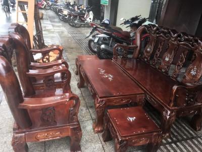 Nhận biết cửa hàng bán bàn ghế cũ uy tín tại TP.HCM