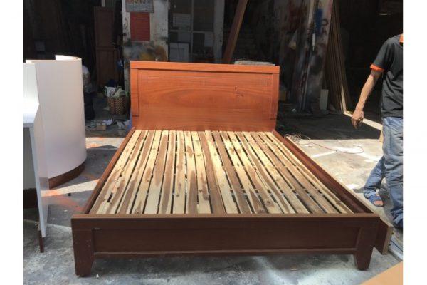 Thanh lý giường gỗ cũ 1m6 màu nâu