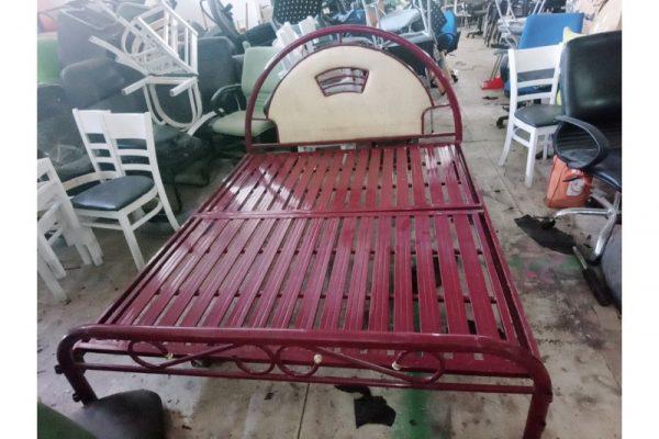 Thanh lý giường sắt 1m6 cũ màu đỏ đô
