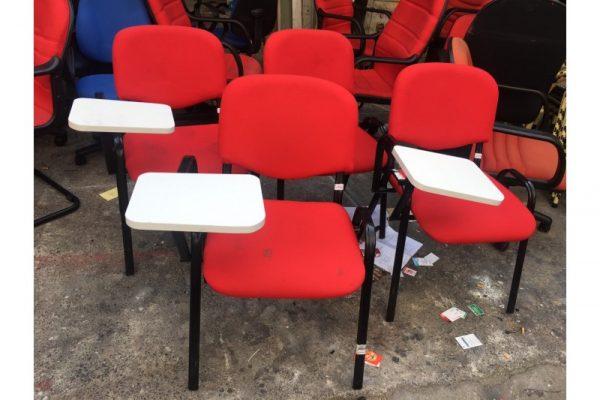 Thanh lý ghế liền bàn cũ màu đỏ mới 90%
