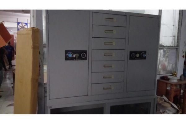 Thanh lý tủ sắt hòa phát có hộc 01