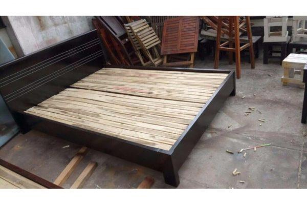 Thanh lý giường gỗ cũ màu đen 1m4 G20