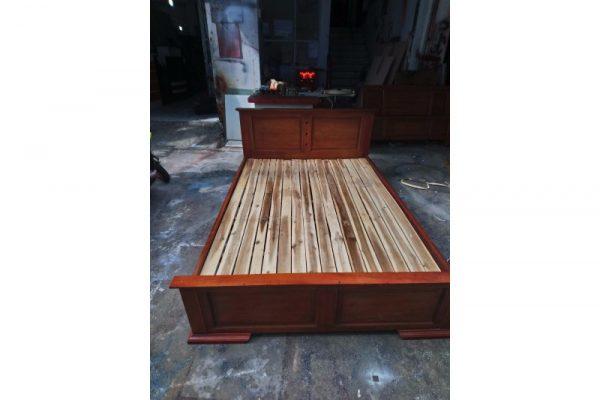 Thanh lý giường gỗ 1m4 màu nâu MS02