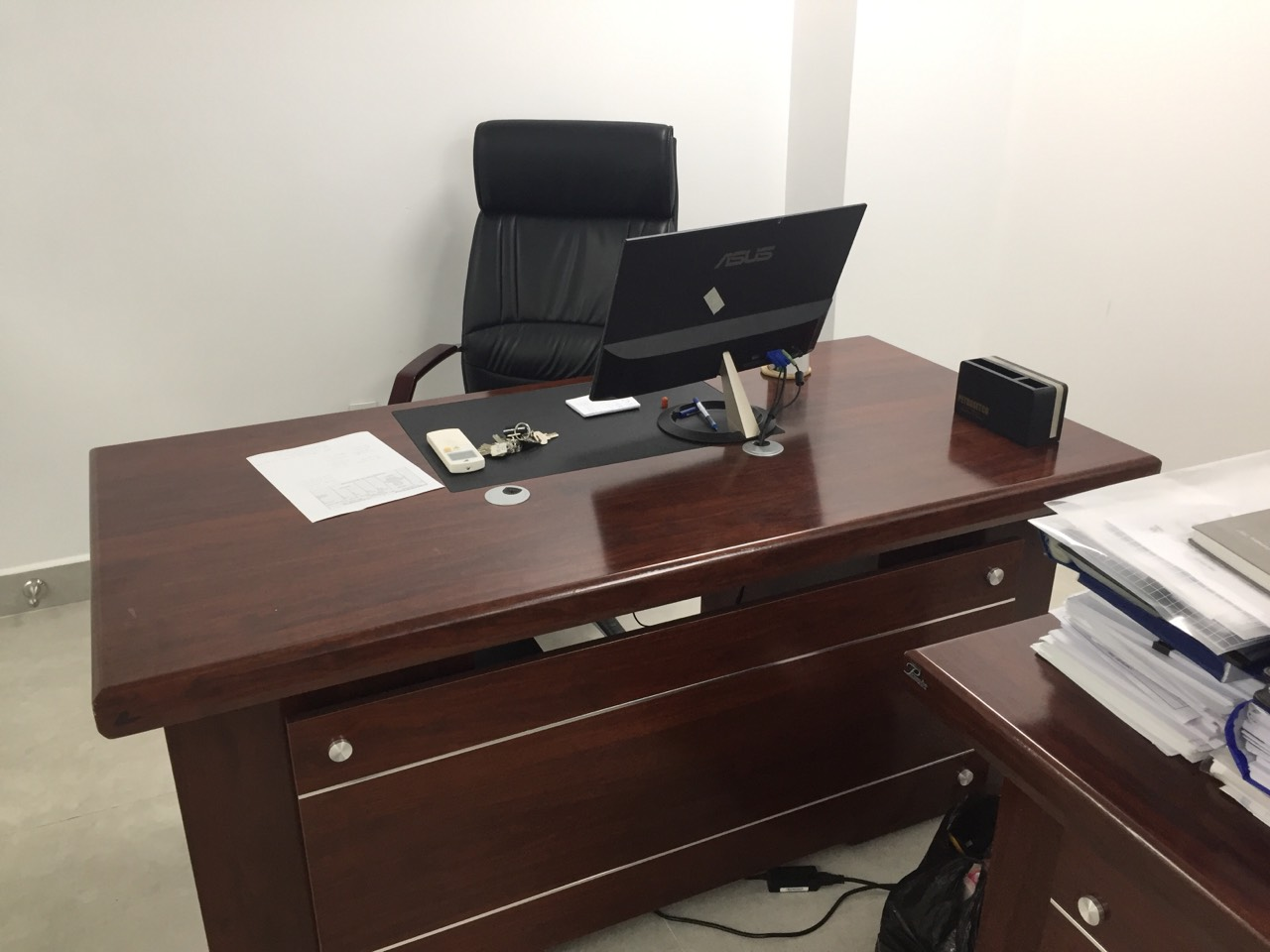 Cách chọn mua bàn ghế giám đốc thanh lý chất lượng và đảm bảo