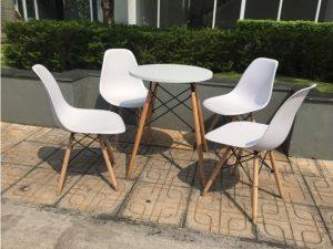 Thanh lý Bộ bàn 4 ghế eames màu trắng cũ giá rẻ