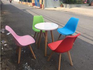 Bộ bàn 4 ghế eames mới 98% cao cấp giá rẻ