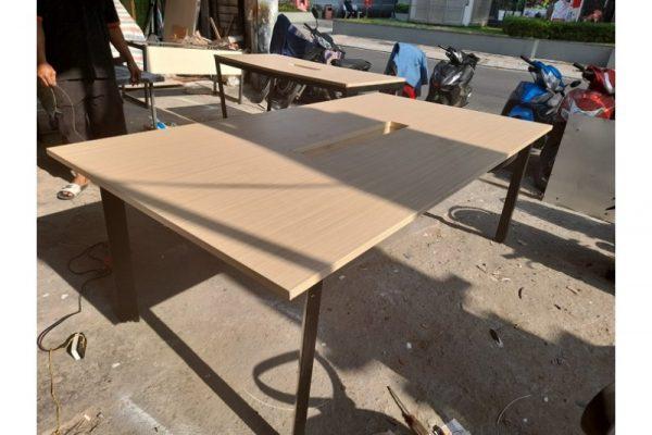 Thanh lý Bàn họp 2m2 chân sắt mặt gỗ cũ giá rẻ