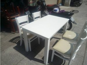 Thanh lý bộ bàn ăn 4 ghế màu trắng mới 100%