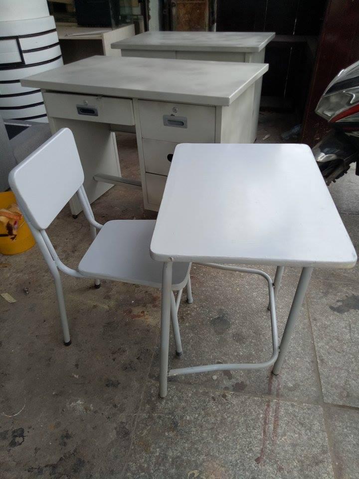 Mua bàn ghế cũ cho bé học