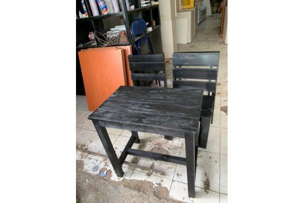 Thanh lý Bộ bàn 2 ghế cafe có tựa giá rẻ