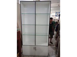 Thanh lý tủ trưng bày mỹ phẩm màu trắng đợt kính