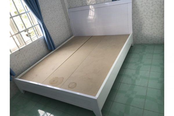 Thanh lý giường cũ 1m6 màu trắng