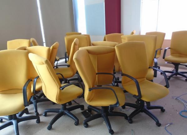Địa chỉ mua thanh lý bàn ghế văn phòng uy tín