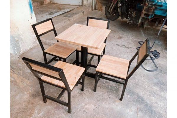 Thanh lý bộ bàn ghế cafe cũ khung sắt mặt gỗ