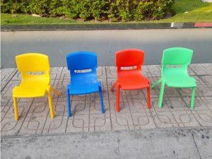 +200 cái ghế trẻ em mầm non bằng nhựa nhiều màu