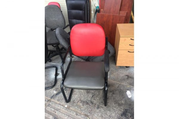 Thanh lý ghế chân quỳ nệm đỏ cũ