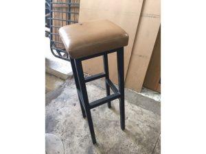 Ghế bar cũ chân gỗ cao lót nệm giá rẻ