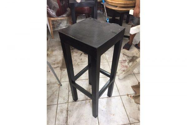 Ghế bar cũ chân gỗ cao màu đen giá rẻ
