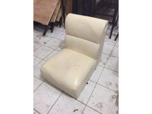 Thanh lý Ghế sofa đơn bọc simili màu trắng cũ