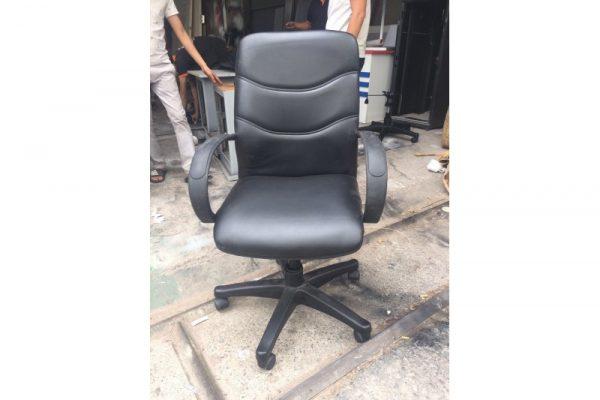 Ghế chân xoay bọc simili màu đen cũ giá rẻ