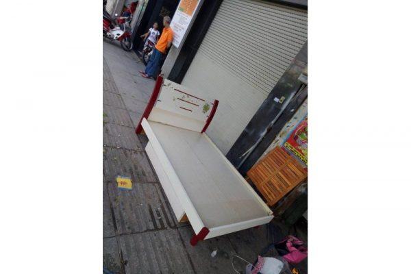 thanh lý giường ngủ cũ màu trắng 1m2