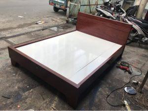 Thanh lý giường gỗ tự nhiên 1m4 cũ mẫu siêu chắc chắn