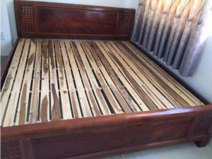 Thanh lý giường gỗ xoan 1m8