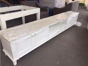 Kệ tivi thấp cũ màu trắng dài 2m6 cao cấp C18