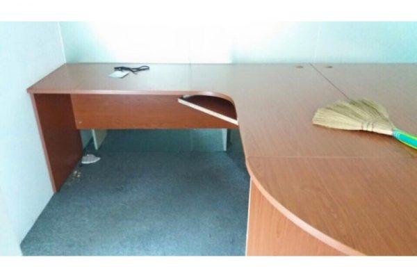 Thanh lý bàn làm việc chữ L màu nâu 1m4 x 1m8