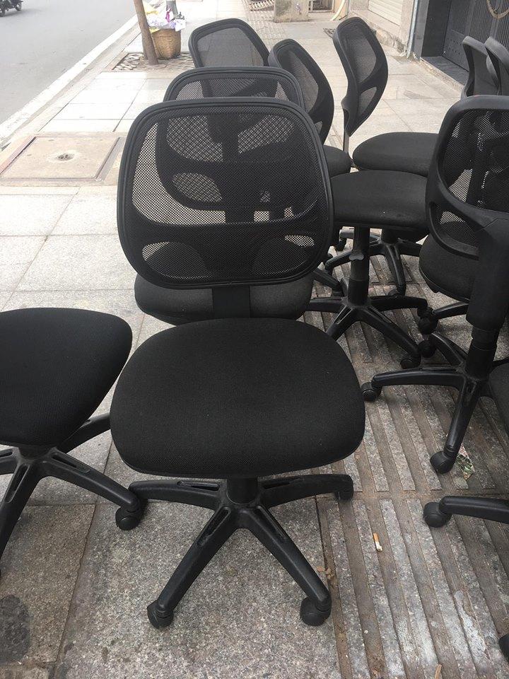 Nên chọn mua bàn ghế văn phòng thanh lý như thế nào?