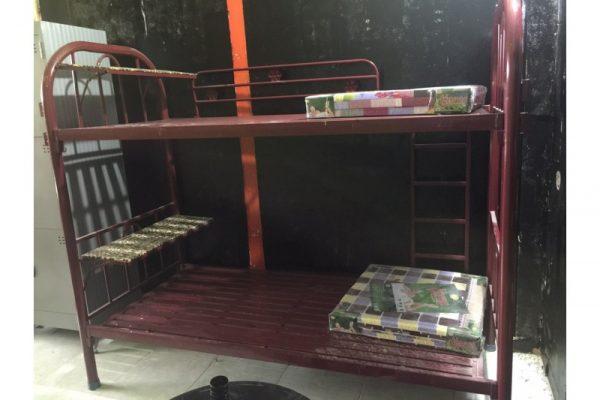 Thanh lý giường sắt 2 tầng cũ - Đỏ