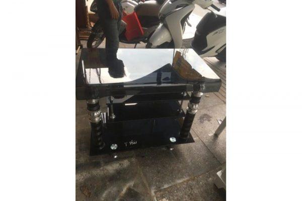 Thanh lý kệ tivi kính cường lực 3 tầng