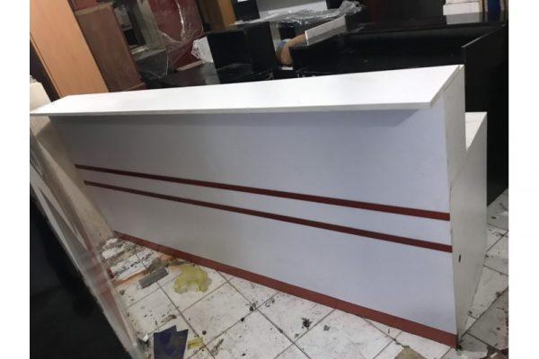 Thanh lý quầy lễ tân cũ dài 2m4 màu nâu gỗ giá rẻ