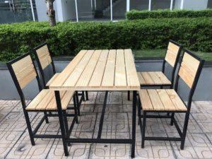 Thanh lý bộ bàn ghế quán ăn bằng gỗ thông