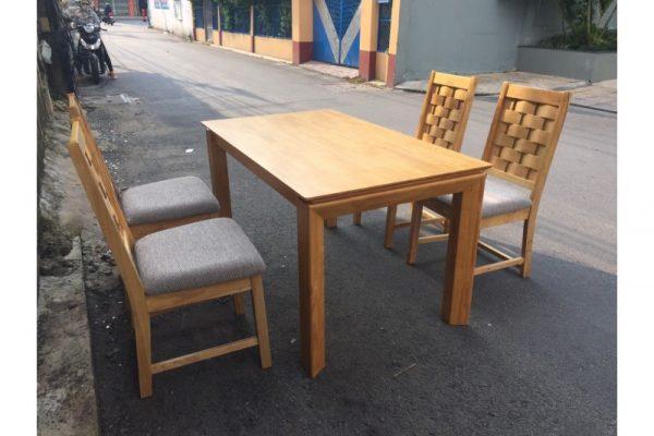 Thanh lý bộ bàn ăn gỗ xuất khẩu Mới 99%