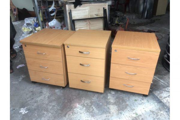 Thanh lý tủ cabinet cũ 3 hộc màu vàng