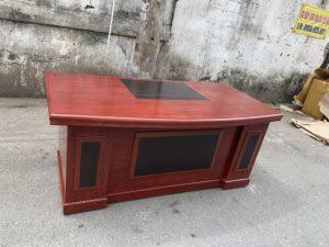 Thanh lý bàn giám đôc 1m8 x 90cm mặt cong Mã 06