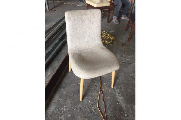 Thanh lý ghế gỗ bọc vải nỷ màu xám mới 95%