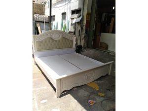 Thanh lý giường cũ 1m8 màu trắng